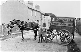Pownall's bread cart in Bird Street, Burton Latimer, in 1927