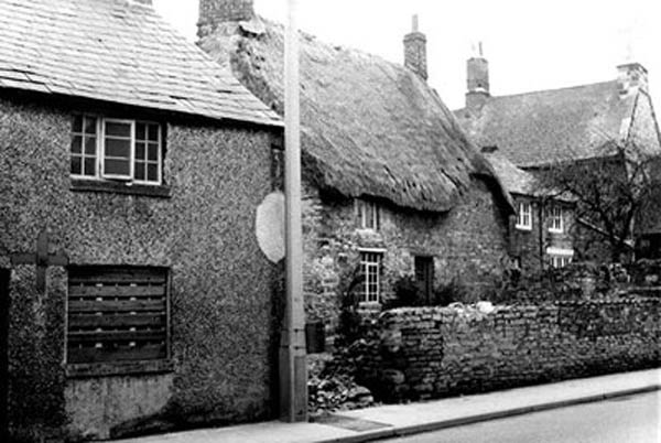 Cottages fronting the High Street adjoining Hilly Farm 1965 - later demolished