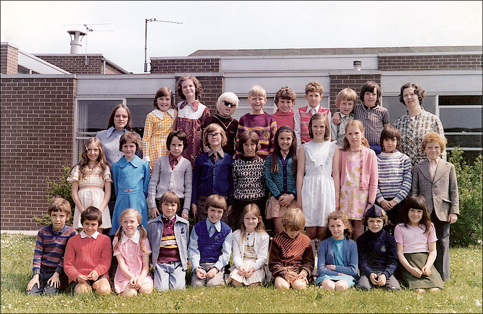 Meadowside Junior School Mrs Smith's Class : 4Y 1976