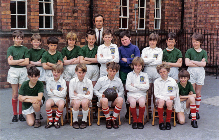 Burton Latimer County Junior School Football Team - 1971-72