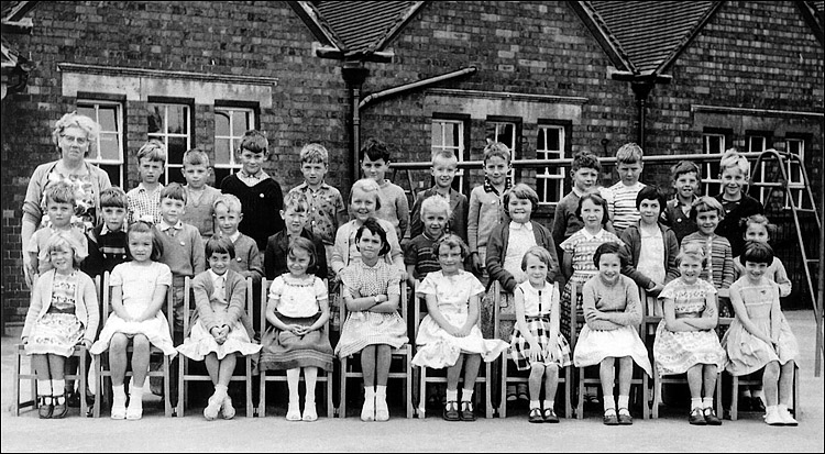 Burton Latimer Council School - Miss Leach's Class 1961-2