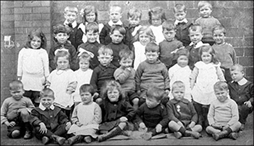 Photograph of Finedon Road Infants, 1919