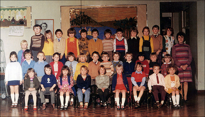 Meadowside Infants School - Mrs Elliot's Class 1975-6