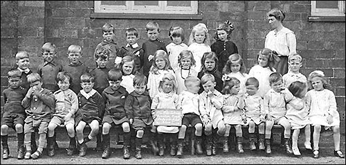 Photograph of Class I Finedon Road Infants in 1918 with Headmistress, Miss Tookey