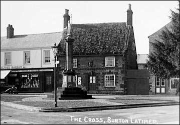 Thatched cottage at The Cross 1940