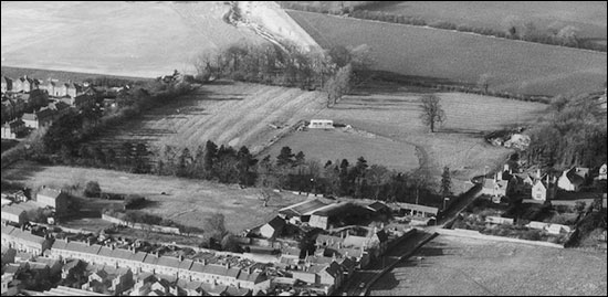 aerial photo of the north end of Burton Latimer in 1972, showing the remains of ridge and furrow workings
