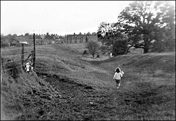 Photogragh taken in 1950 showing the footpath from Preston Hall to Station Road.