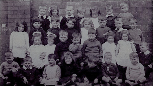 Photograph of the Finedon Road Infant School Pupils in 1919 when Mabel Dainty (Allen) was a pupil