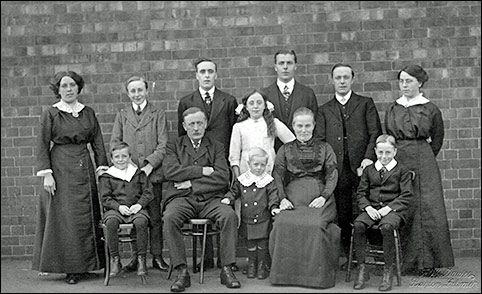 William & Ann Meads with their family circa 1913.