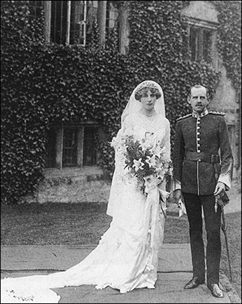 Photograph showing the wedding of Mildred de Crespigny, the elder daughter of the family and Capt Harold Cartwright of Aynho, 2 October 1912