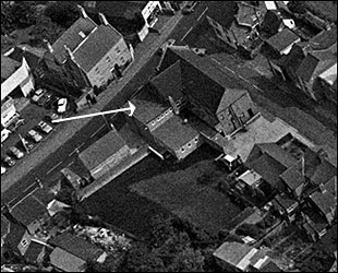 Aerial photograph of The Britannia Working Men's Club taken in 1950 showing the side extension.