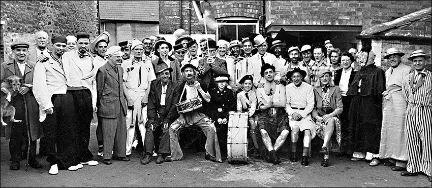 A Fun Day at the Horse & Groom public house.  Gerald is pictured fourth from the right (middle row) with his younger brother, Norman, just behind him on his right.  Gerald's father is third from the left wearing a suit and a peaked cap.