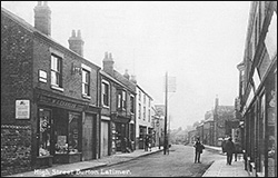 The middle section of the High Street in about 1926.  Centre - The Duke's Arms with its original 3-storey frontage