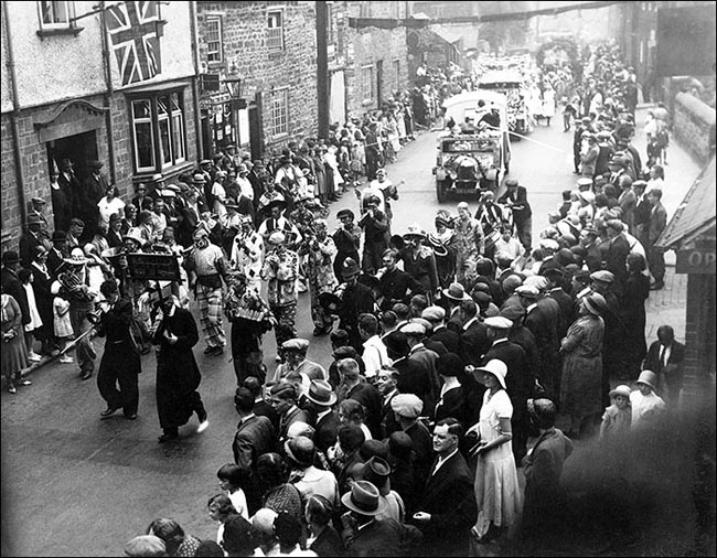 The Gala parade passing the Dukes Arms in 1935 or 1936