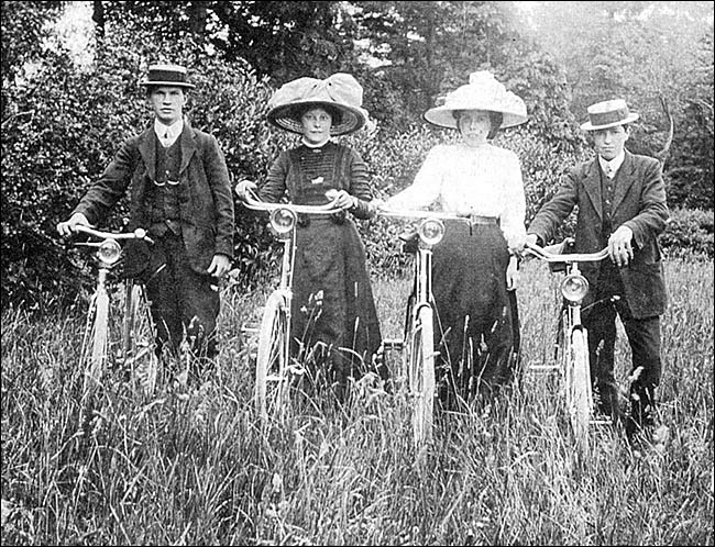 A Hume family photograph showing cyclists at the turn of the twentieth century