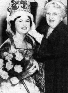 1958 Queen Pat Johnson with Miss Courtney Hope
