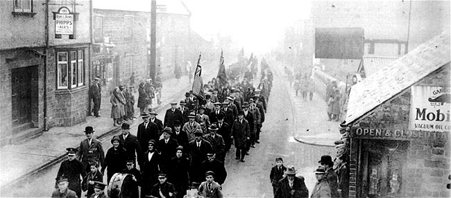 Remembrance Paarade mid-1930's passing The Dukes Arms in the High Street.